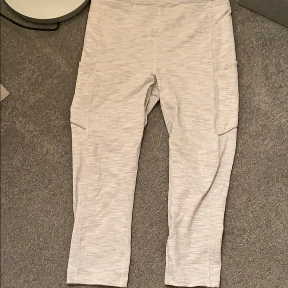 Lululemon Pace Rival crops space gray